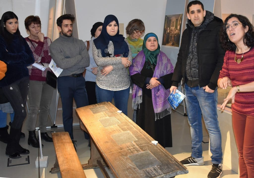 SMR Solidarité Migrants Rueil Visite culturelle exposition Batir Ecole Suresnes